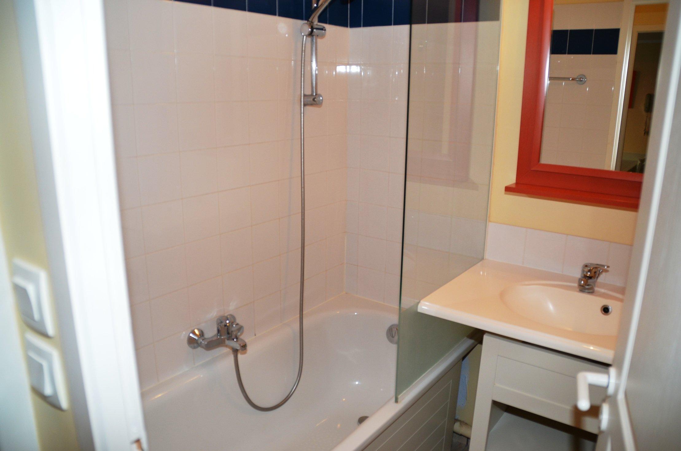 C107 location l 39 estran for Belle mere dans la salle de bain